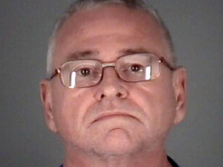 Как выяснила полиция, Ричард Хогланд переехал (точнее, сбежал во Флориду) 23 года назад, там познакомился с отцом настоящего Терри Симански и выкрал у него свидетельство о смерти сына. По...