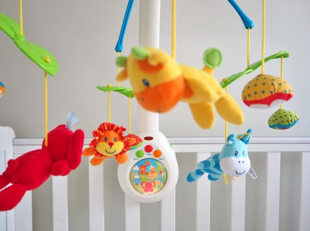 Мелкие игрушки непомогают развитию зрения