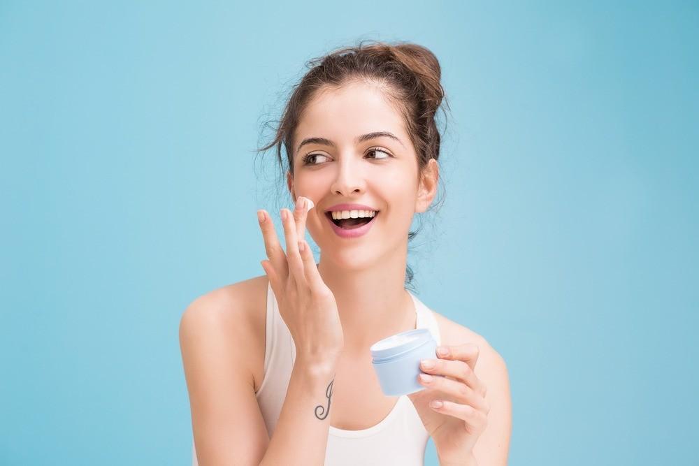 Нужен ли увлажняющий крем холодной осенью?