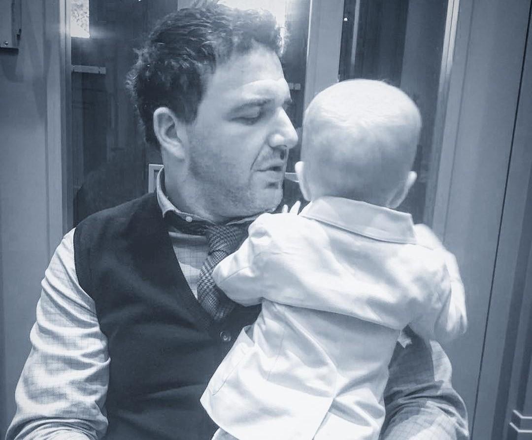 «Спортсменом растет»: Максим Виторган тренирует двухлетнего сына