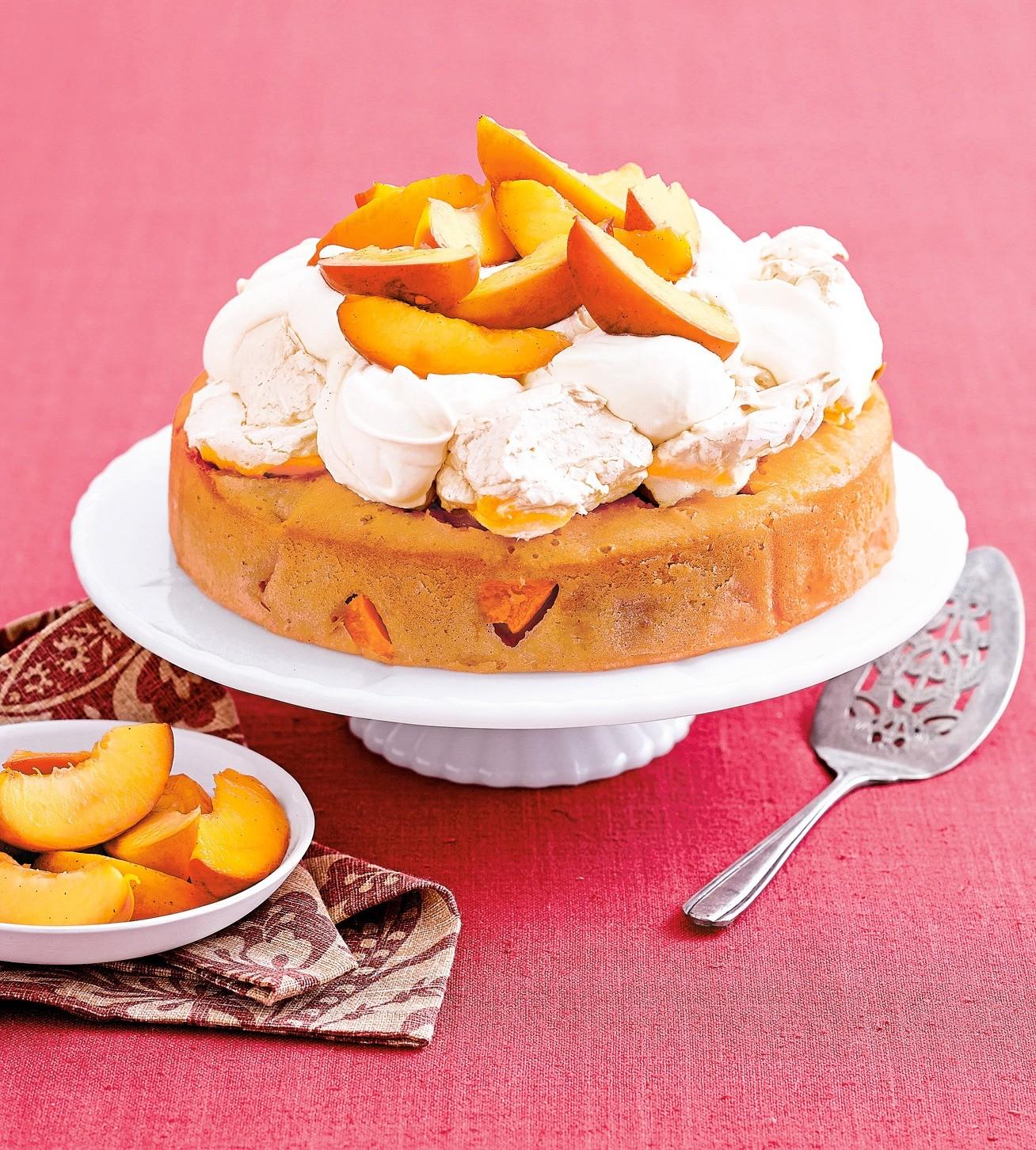 Пирог с нектаринами и безе