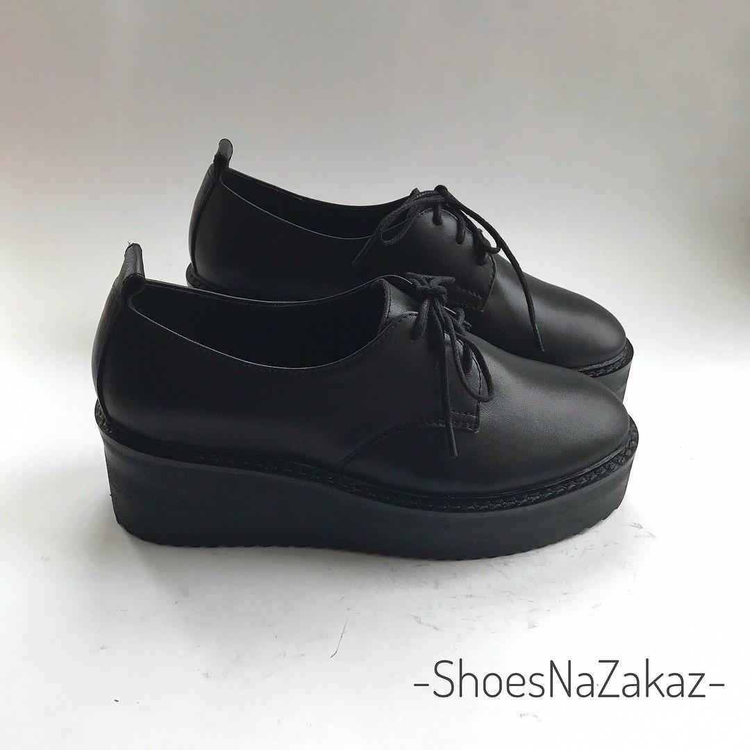 Не все ботинки икроссовки намассивной подошве могут визуально сделать твои ноги стройнее идлиннее. Например, вот такие ботинки снепонятной колодкой способны испортить даже самый прекр...