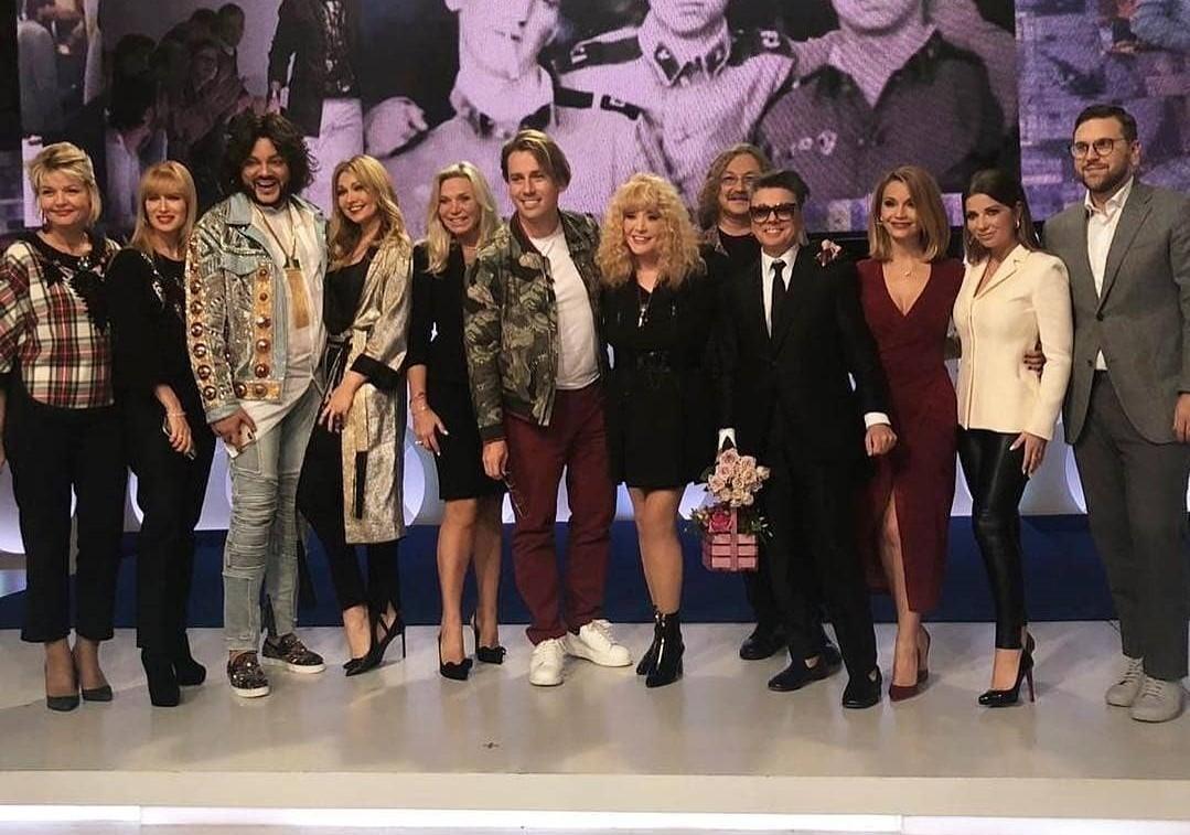«Вот это ножки!»: Алла Пугачева в ультракоротком платье сразила соцсети