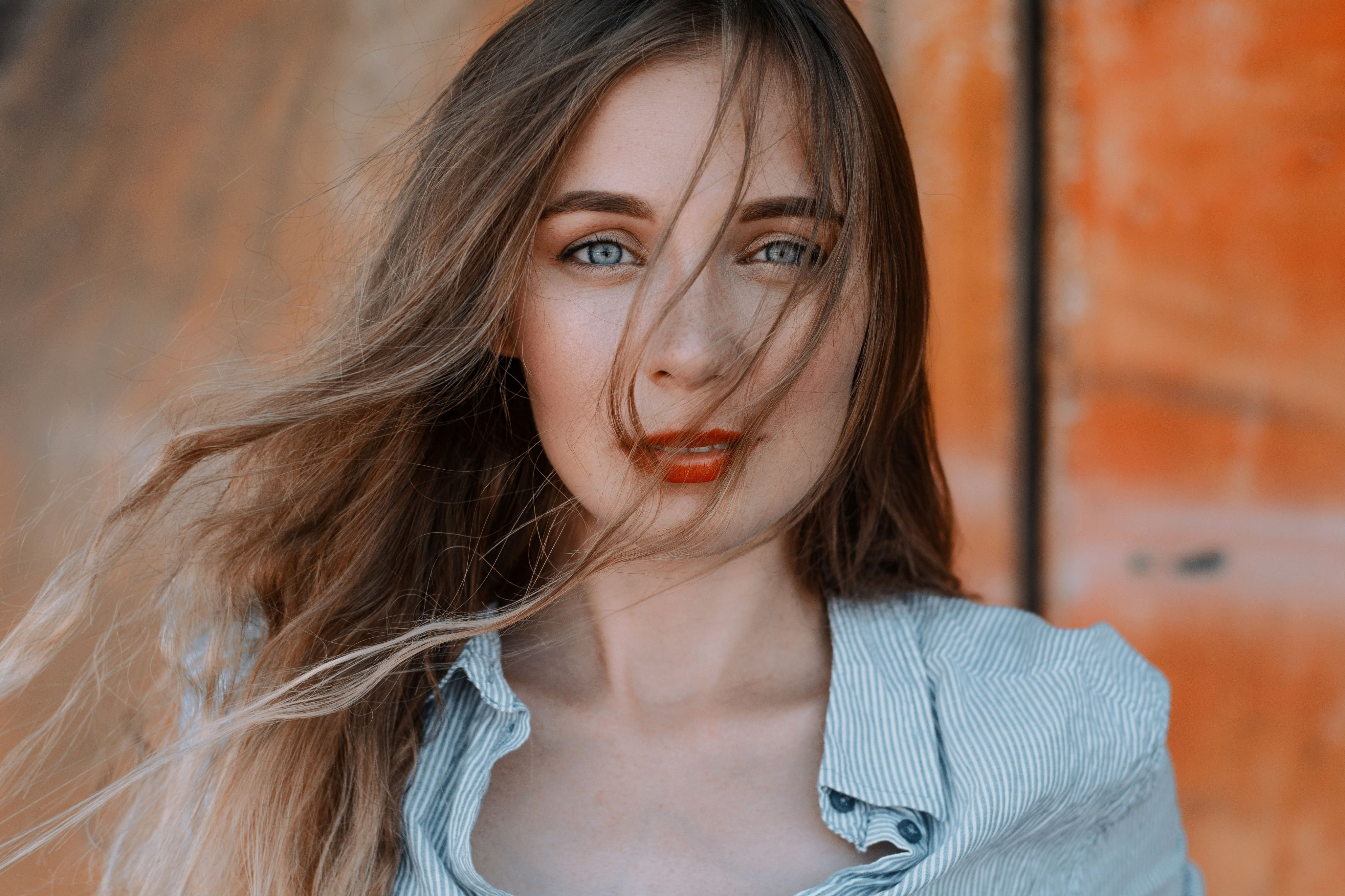 Маскируем отечность и красные глаза: как делать правильный макияж при простуде
