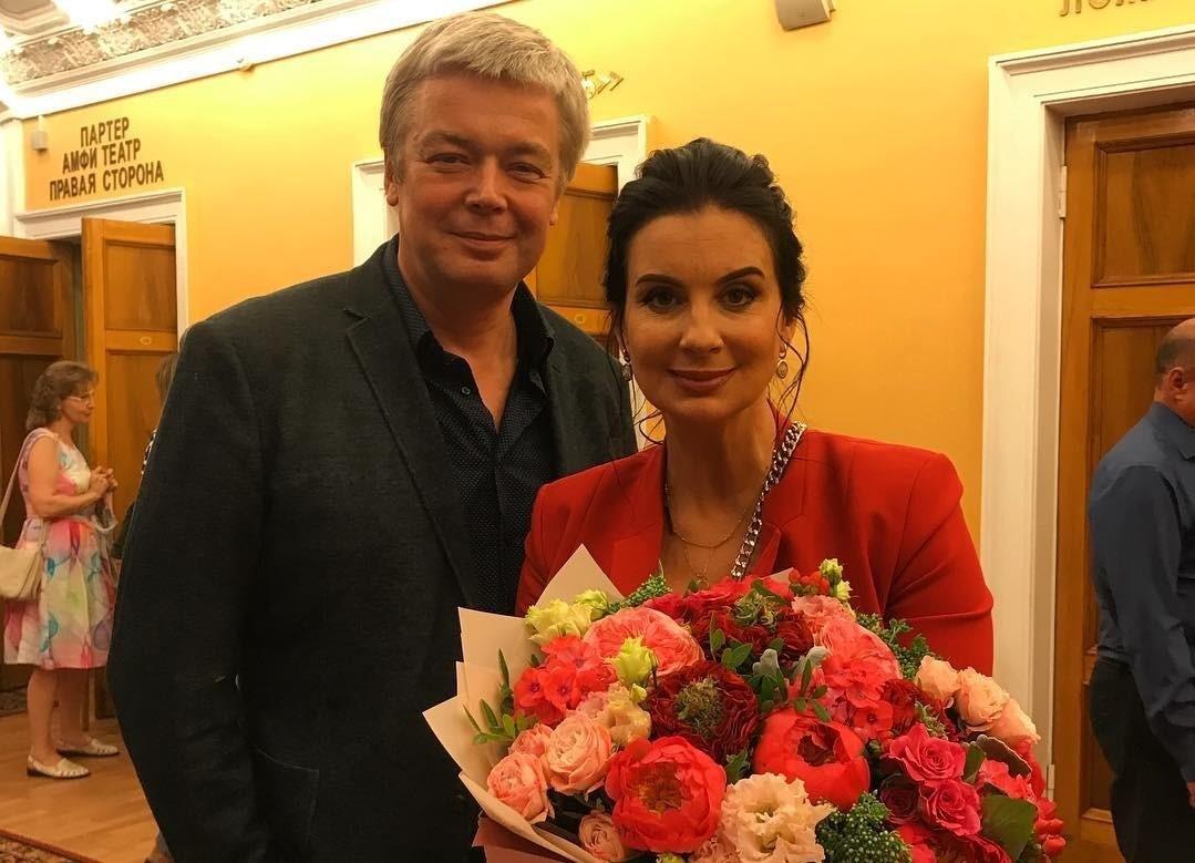 31 год вместе: Екатерина Стриженова опубликовала очень нежное фото с мужем в их годовщину свадьбы