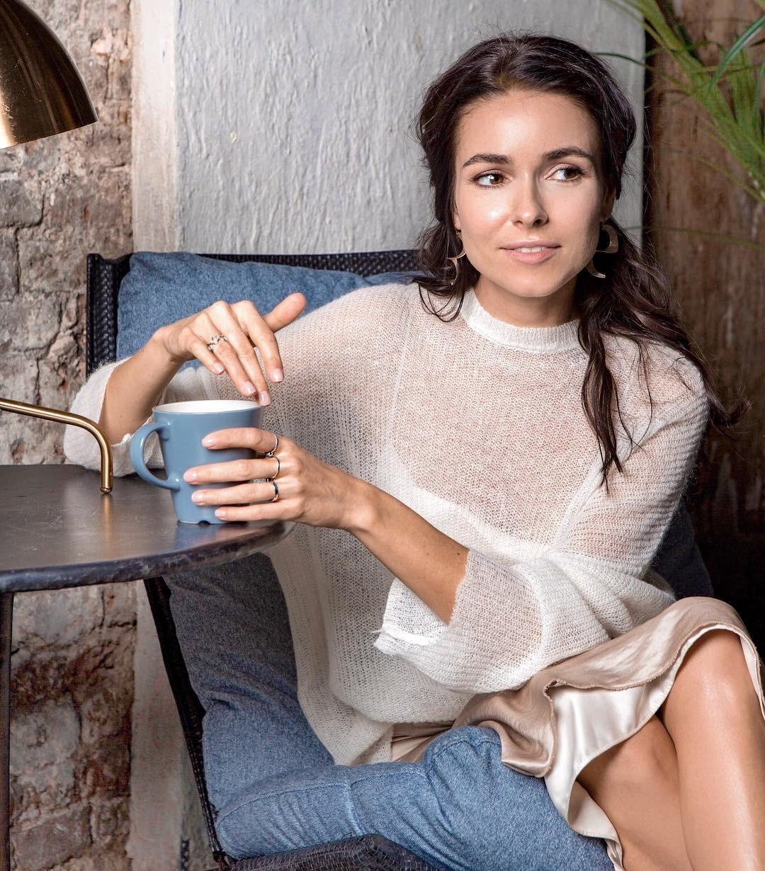 «Полнолунный скорпиончик»: Ирена Понарошку впервые показала фото с новорожденным ребенком
