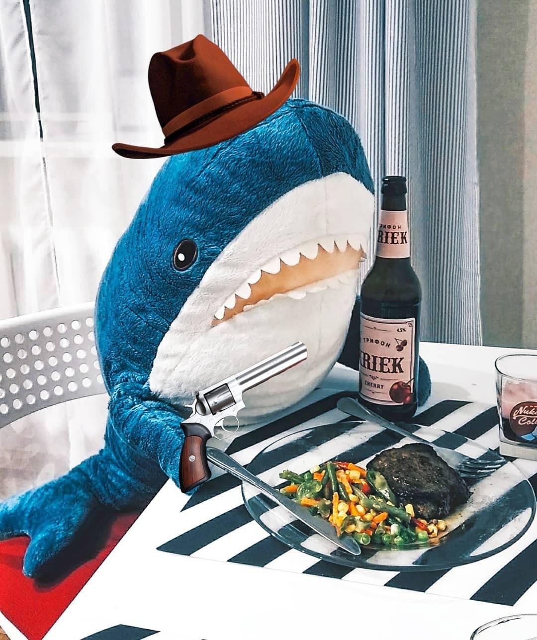 Особенно сообразительные граждане неупустили возможность нажиться наэтом ажиотаже истали продавать игрушечных акул насайтах частных объявлений втри-четыре раза дороже. Например, нао...