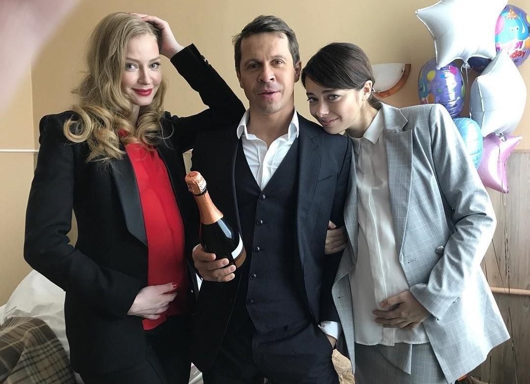 «Пора бы уже!»: фото «беременной» Светланы Ходченковой озаботило поклонников