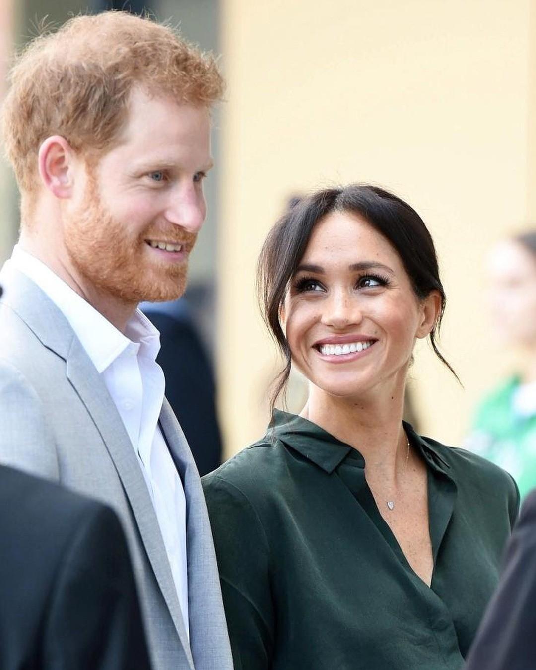 В истории королевской семьи было множество случаев, когда члены королевской семьи отказывались от права на трон ради брака с простолюдином. Например, король Эдвард VIII ради любви к разве...
