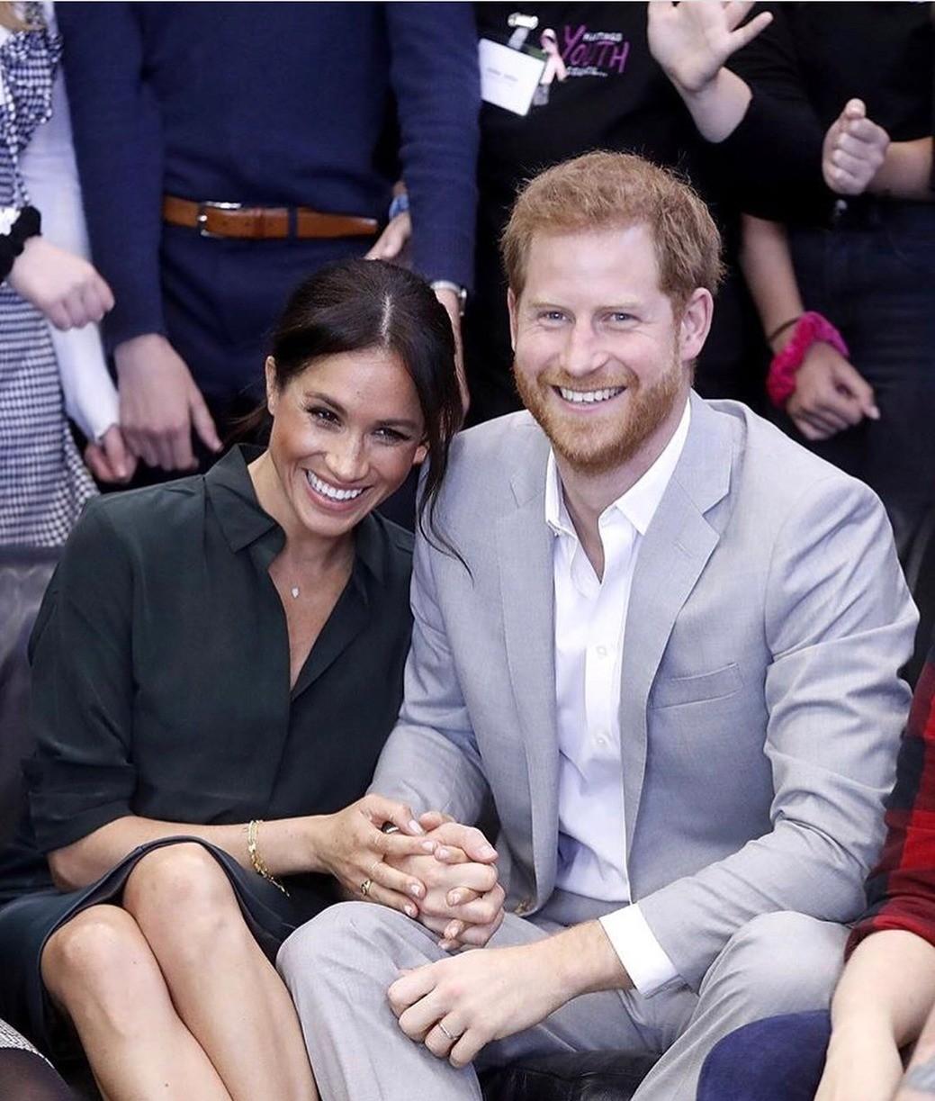 Принц Гарри и Меган Маркл Маркл не стесняются в проявлении своих чувств прилюдно, что не совсем характерно для членов королевской семьи. Но это дает экспертам шанс анализировать язык тела...