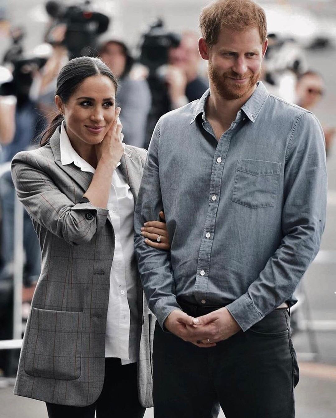 Принц Гарри всегда утверждал, что его семья для него — пример для подражания. Чего не скажешь о семье Меган, отношения родителей которой далеки от идеала. Именно поэтому психологи утвержд...