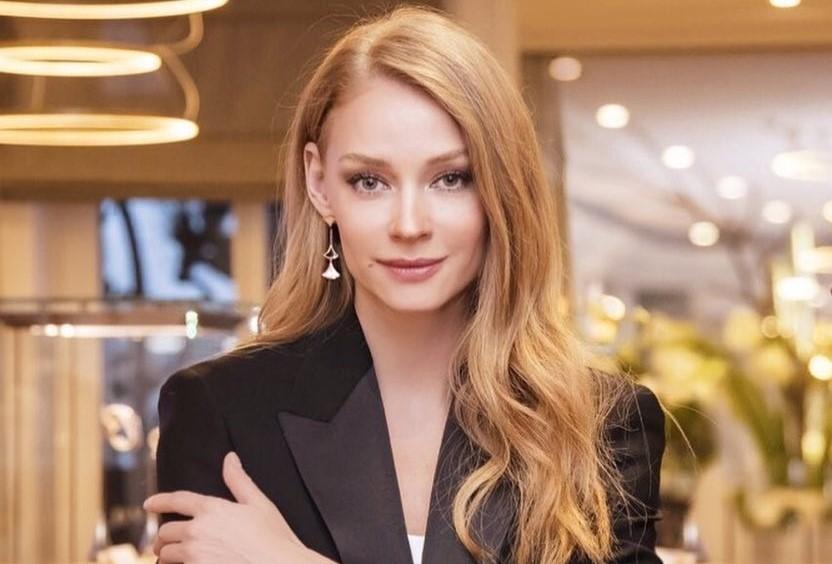 Светлана Ходченкова показала, с чем в этом сезоне модно носить леопардовую шубу