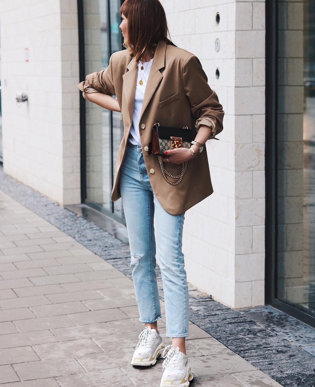 Мужской стиль давно гармонично вписался вженский гардероб. Если твоя цель подчеркнуть достоинства или скрыть недостатки фигуры, то пиджак, словно смужского плеча, – лучший выбор. Благод...