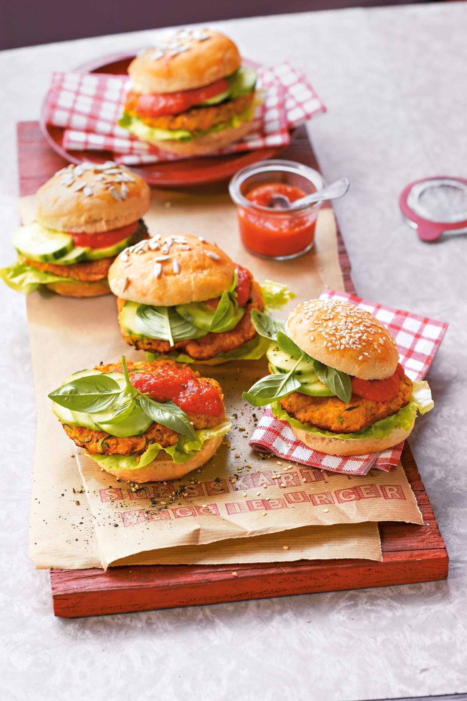 Вегетарианские бургеры с клюквенным соусом