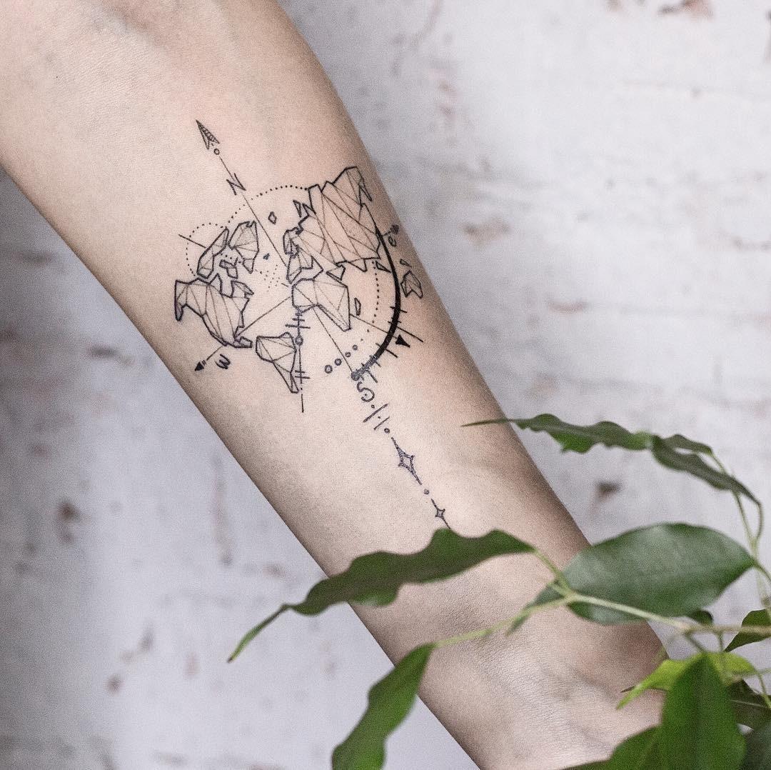 «Лети, лети, лепесток, через запад на восток, через север, через юг, возвращайся, сделав круг. лишь коснешься ты земли - быть по моему вели!» - шепчешь ты, бьешь татуировку с абстрактной...