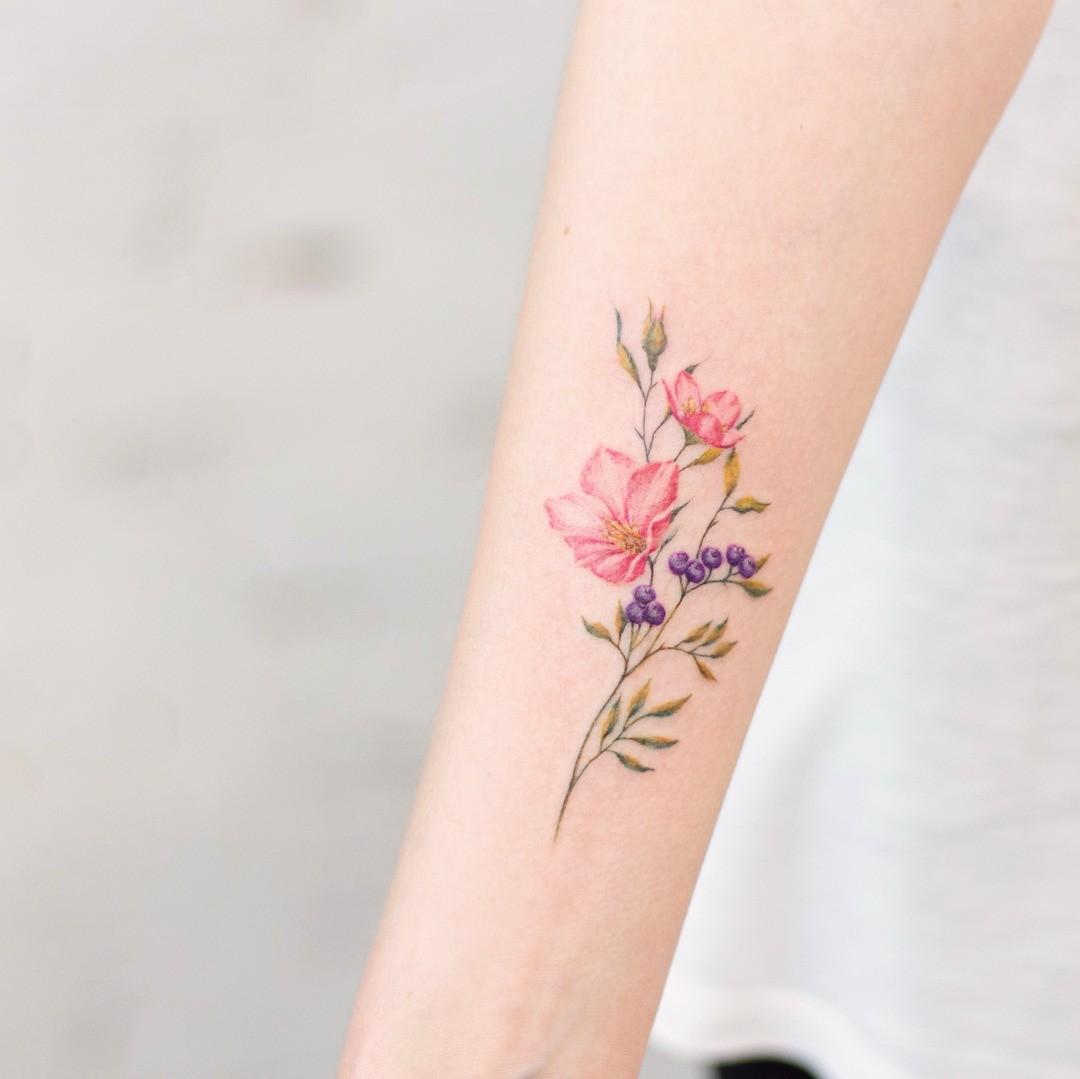 Один из самых женственных и уточенных мотивов в татуировках - это цветы и различные растения. Пионы, лаванда, рододендрон или цветок, рожденный фантазией художника, который будет рисовать...