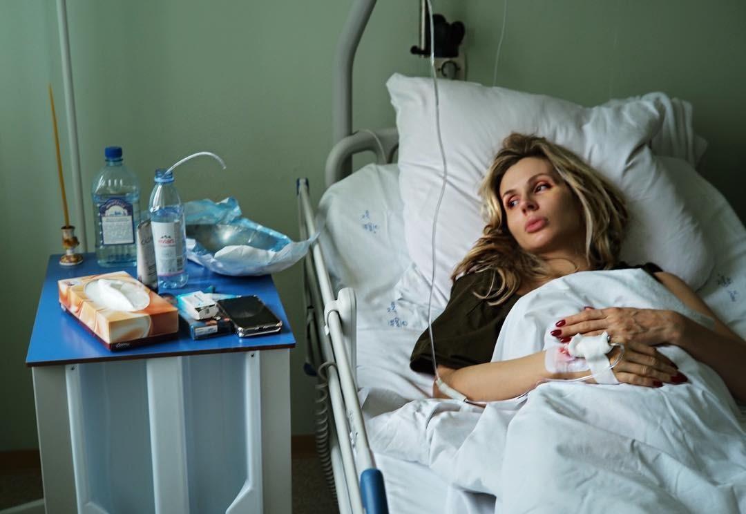 Кто же приехал забирать Светлану из больницы? Конечно же, фронтмен группы Rammstein - Тилль Линдеманн, которому уже давно приписывают роман с певицей. Кроме того, поклонники были уверены,...