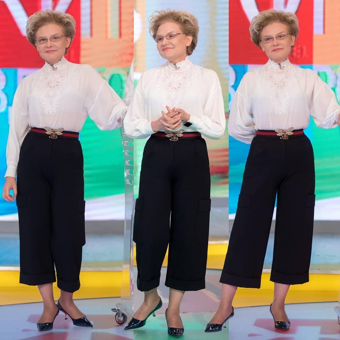 Теперь Елена выбирает не практичную одежду, а ультрамодную. Телеведущая стала даже посещать дорогие бутики. А вот поклонники неоднозначно отреагировали на преобразования Малышевой. Одним...