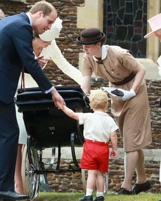 В королевской семье принято, чт...