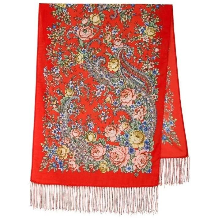 Вот тут уже вполной мере - любовь «к корням». Павлопосадские платки - исконно русская вещь гардероба, но как объяснить нашим соотечественницам, что мода наэтот аксессуар прошла задолго...