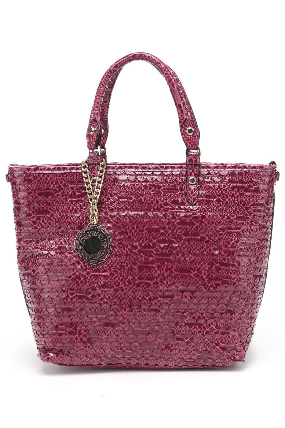 Венчает гардероб русской женщины сумка «на выход». Такую сумку наши соотечественницы носят сособой гордостью: она ни счем несочетается? Ну ичто, зато она «на выход». Блестящая или мат...
