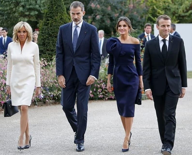 Леди-батл: 65-летняя Брижит Макрон затмила эффектным нарядом 46-летнюю королеву Летицию