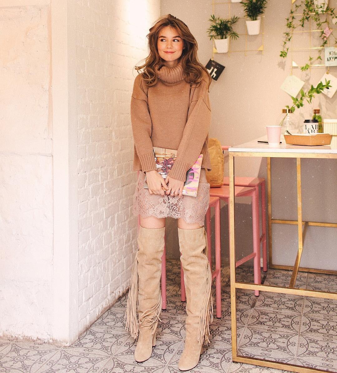 В холодное время года ты чаще всего носишь этот предмет гардероба, а значит он должен быть максимально уютным, мягким иочень стильным. Проявить индивидуальность тебе поможет свитер сигр...