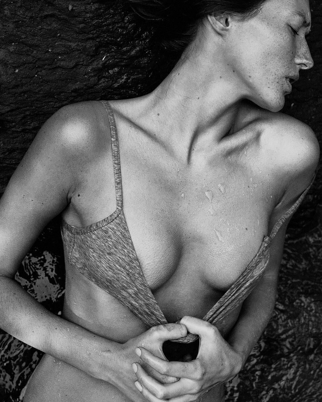 Это загадочная и притягательная часть женского тела по двум причинам. Во-первых, впадины за ушком не видно под волосами, а значит доступ к ним мужчина получает лишь в самые интимные момен...