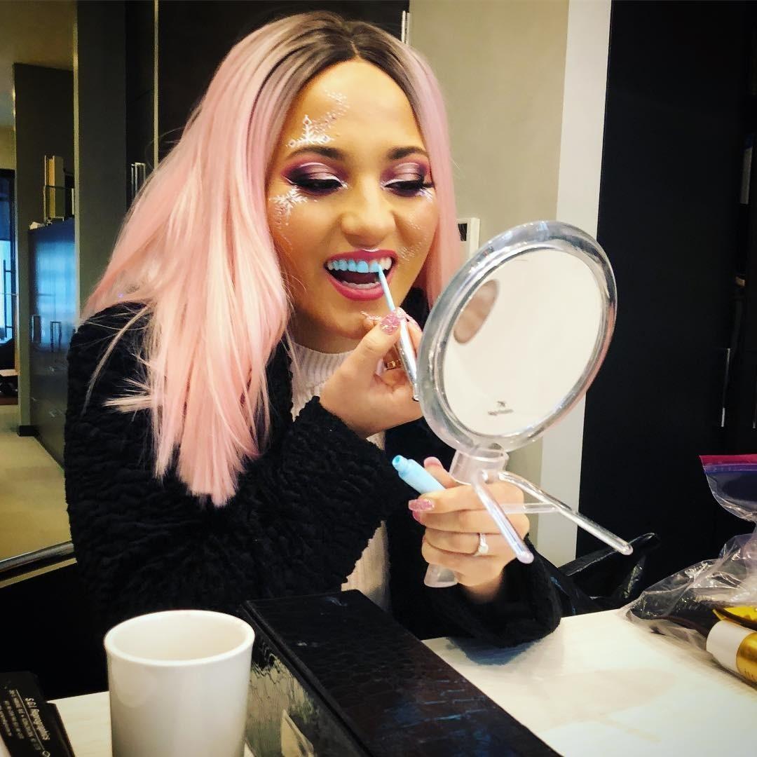 Не для стеснительных: американский бренд выпустил цветной лак для зубов