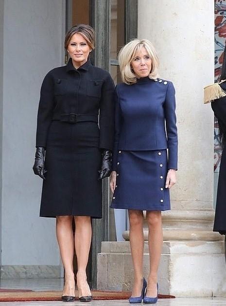 Две первых леди были одеты водном стиле: наМелании было темно-синее пальто итуфли-лодочки, а наБрижит - строгий костюм итуфли втон. Однако большинство интернет-пользователей отдали...