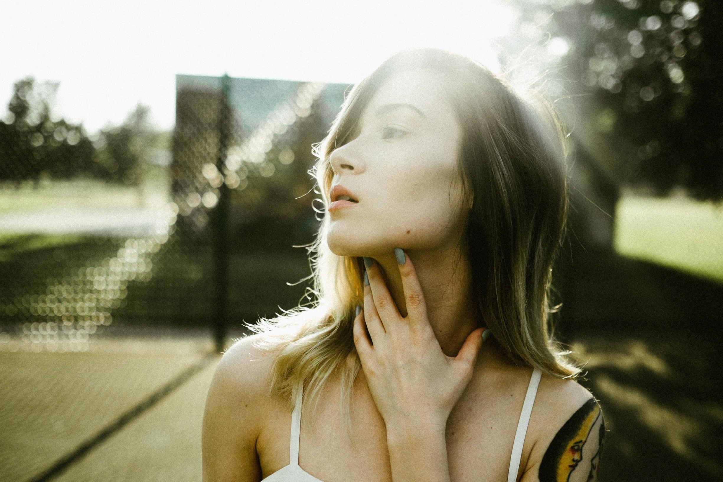 Как убрать «кольца Венеры»? 4 метода омоложения зоны шеи