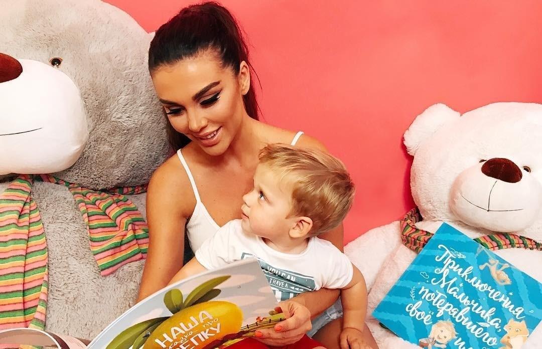 Анну Седокову раскритиковали за «непедагогичные» методы воспитания сына
