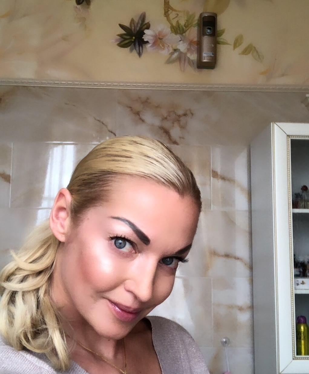 Настасья Самбурская обрушилась на Анастасию Волочкову за жестокое обращение с собакой