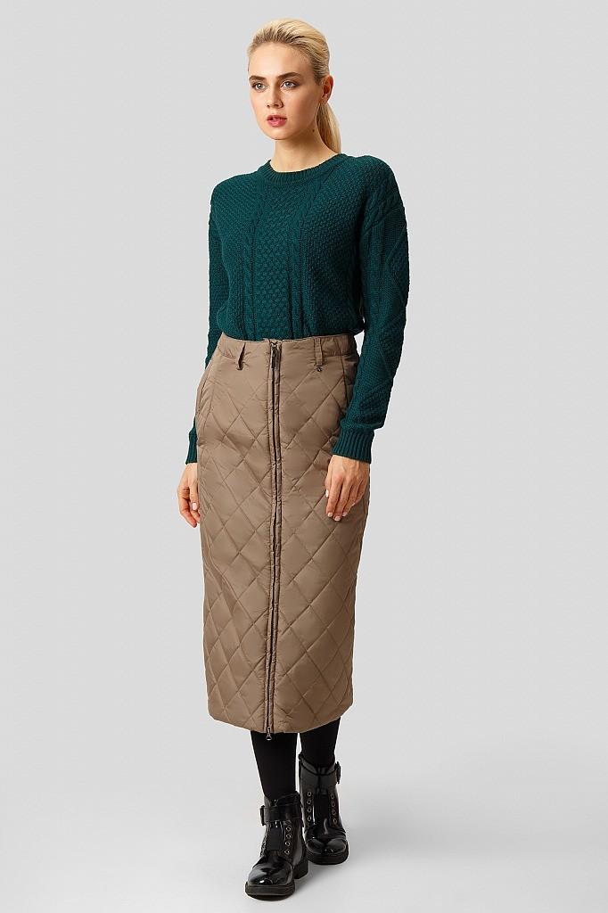 Из ткани для верхней одежды могут получаться очень практичные юбки. Если такая вещь снабжена утеплителем, то ей не будет цены в самый ненастный день. Приобрести юбку можно и в массмаркете...