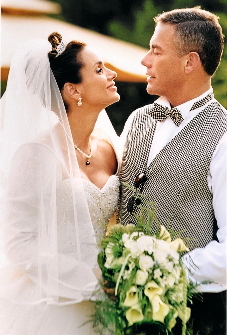 «Мистер Бельгия» – рекордсмен поколичеству расставаний, но актрисе Глэдис Португез он сказал «да» уже дважды! Они поженились в1987 году, родили двух детей ис тех пор то разводятся, то...