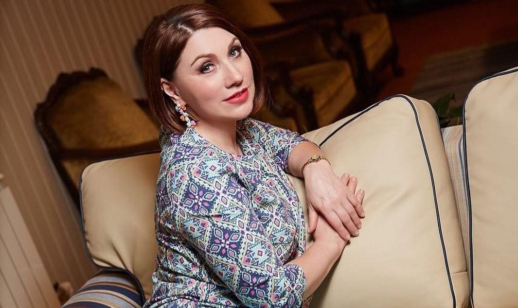 Роза Сябитова показала золотой унитаз, который установила в загородном доме