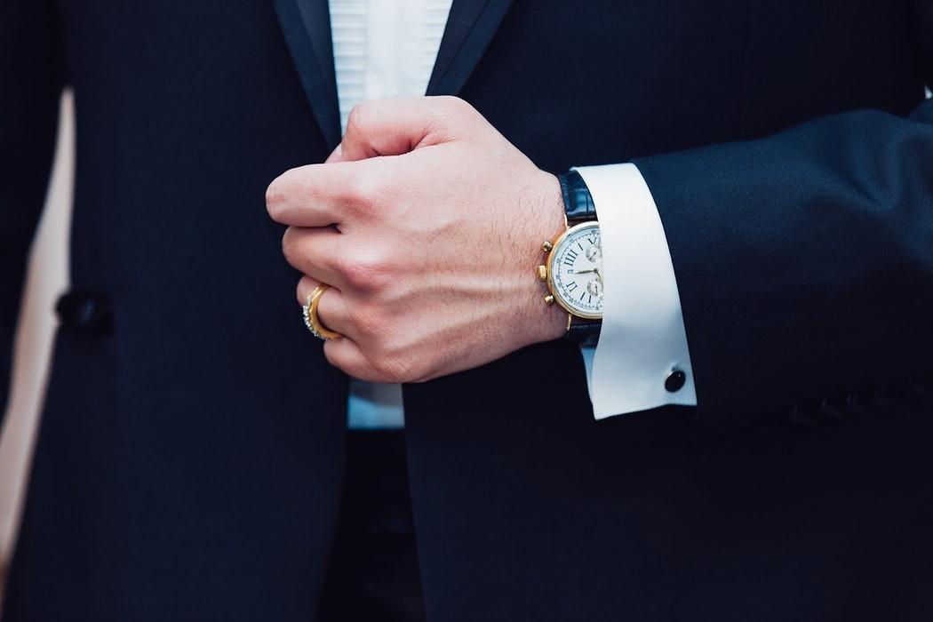 10 внешних признаков, которые доказывают, что мужчина врет тебе о своем доходе