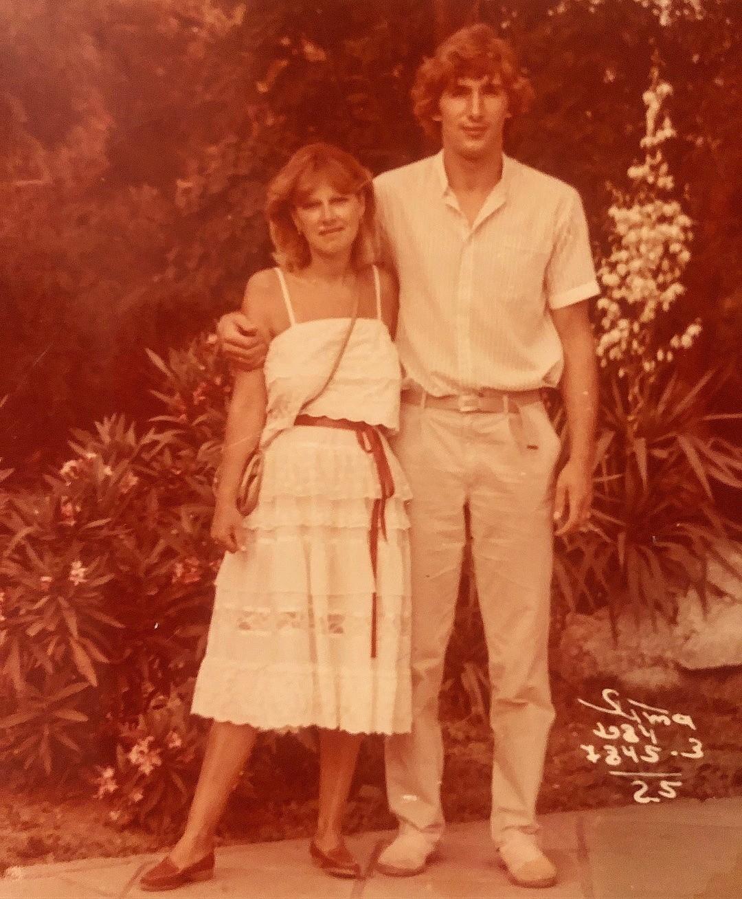 Поклонники отметили, что родители Кожевниковой выглядят очень стильно для того времени. Теперь фолловеры поняли, в кого Мария такая красивая и модная. «Здорово! Да, красивые и так ослепит...