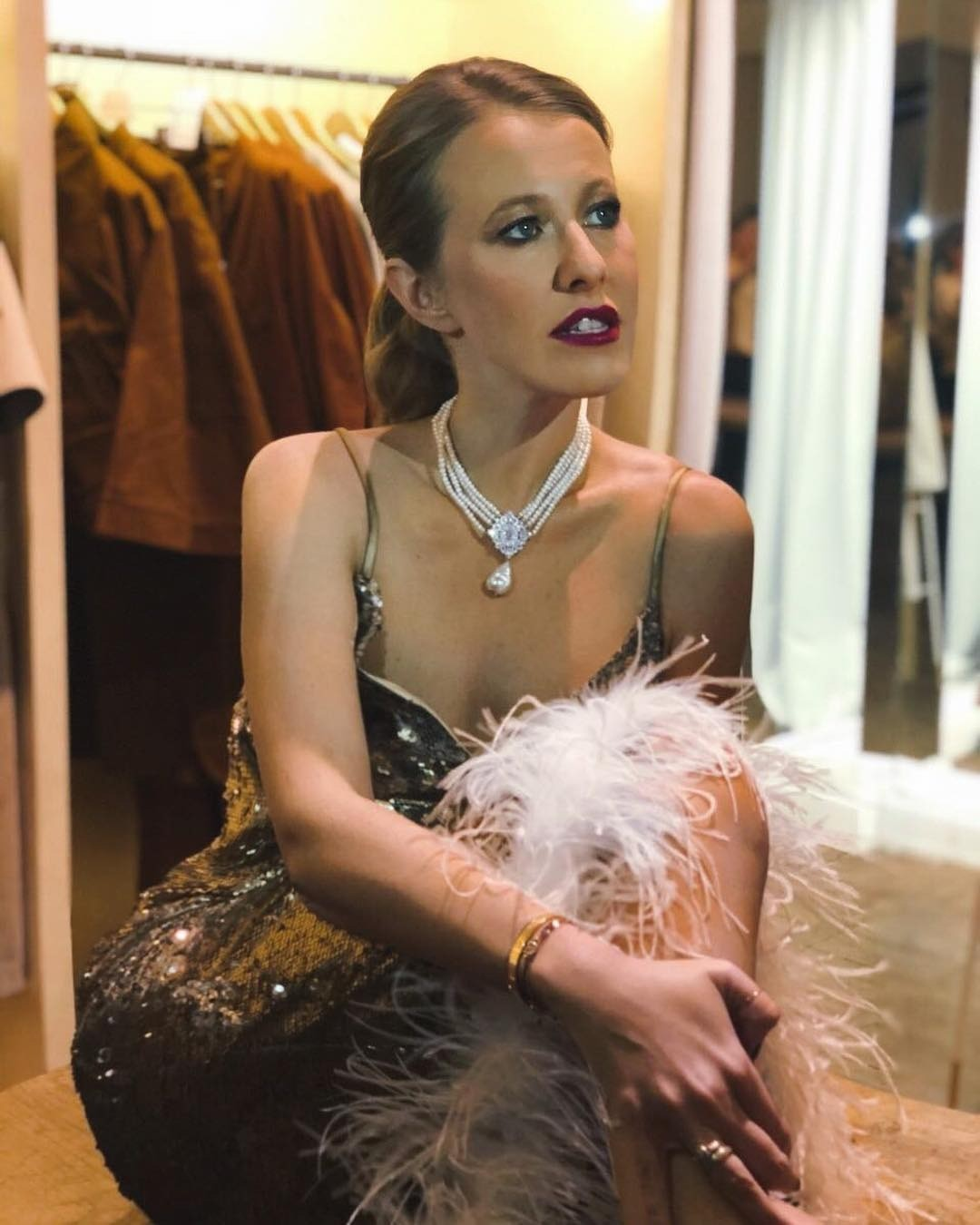 Ксения Собчак подразнила подписчиков дорогой сумкой