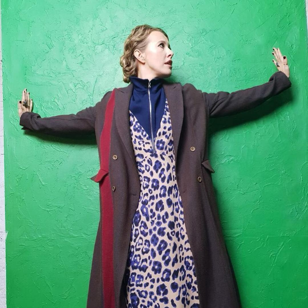 Недавно пользователи Сети раскритиковали Ксению за еще один наряд. Телеведущая надела платье стоимостью 45 000 рублей, однако, по мнению подписчиков, образ это не спасло, и в таком наряде...