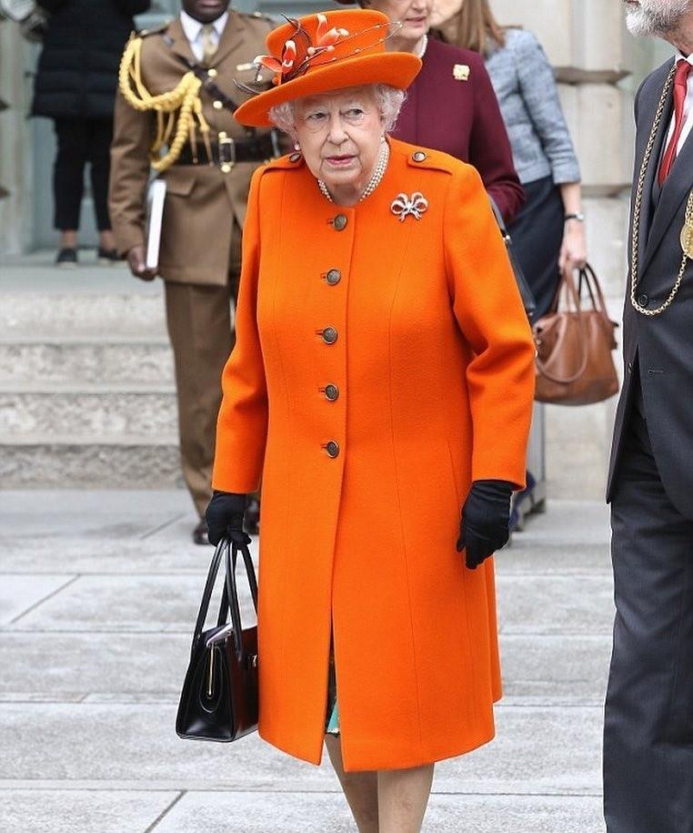 Королевская придирчивость: 5 удовольствий в еде, которых лишает себя королева Елизавета II