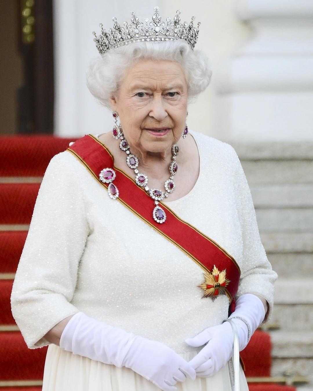 Вся королевская семья не прием&...