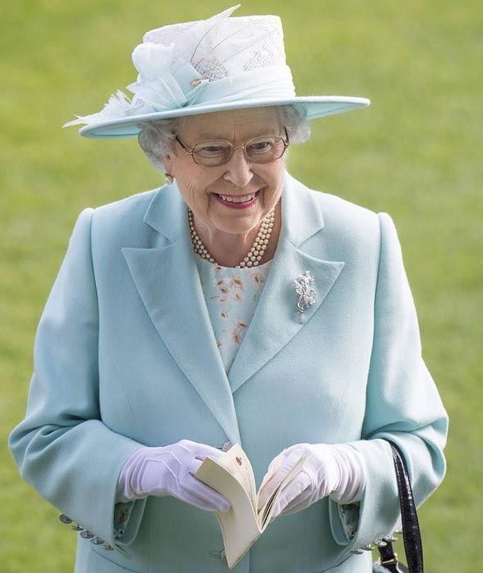 Надо отдать британской короле&#...