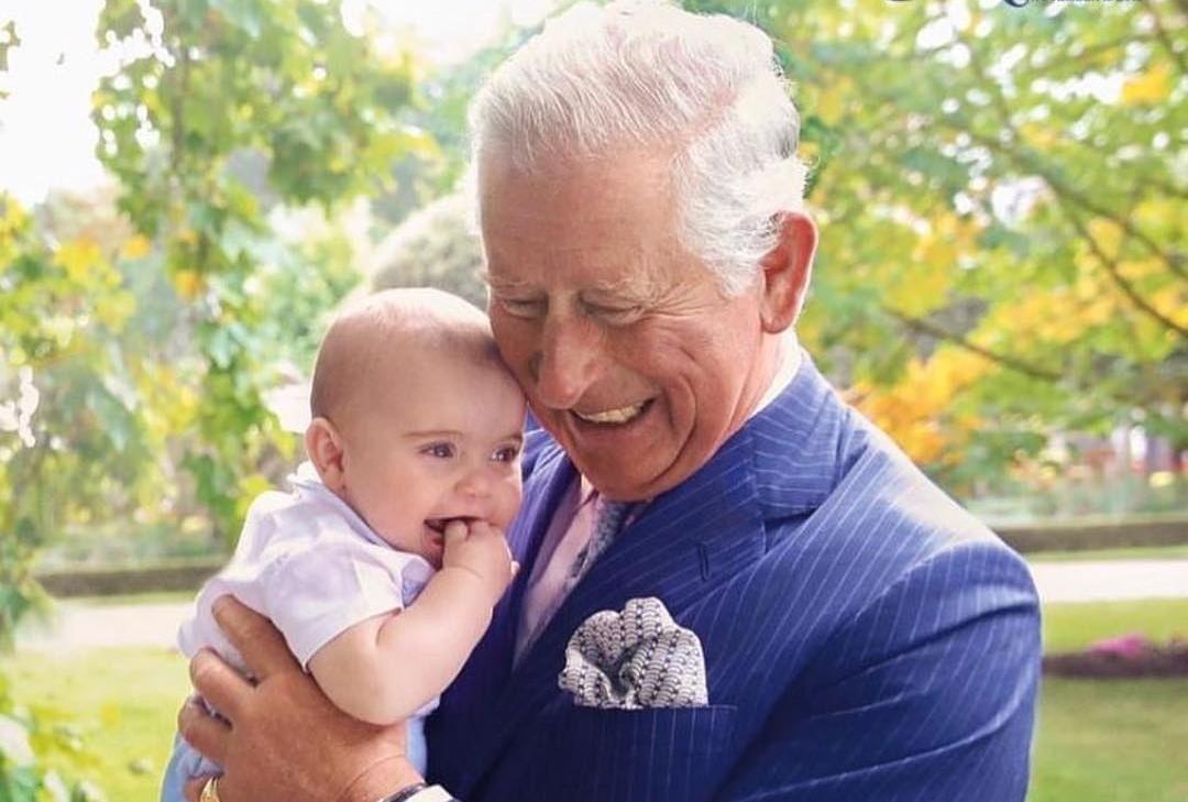 Младший сын Кейт Миддлтон и принца Уильяма схватил дедушку за нос и рассмешил соцсети