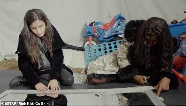 «Чего они жалуются?»: дочь миллионера пожила несколько дней в бедной семье