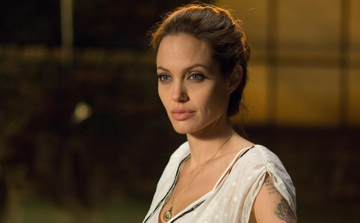 «Шея как у Джоли»: новый вид микрооперации для омоложения