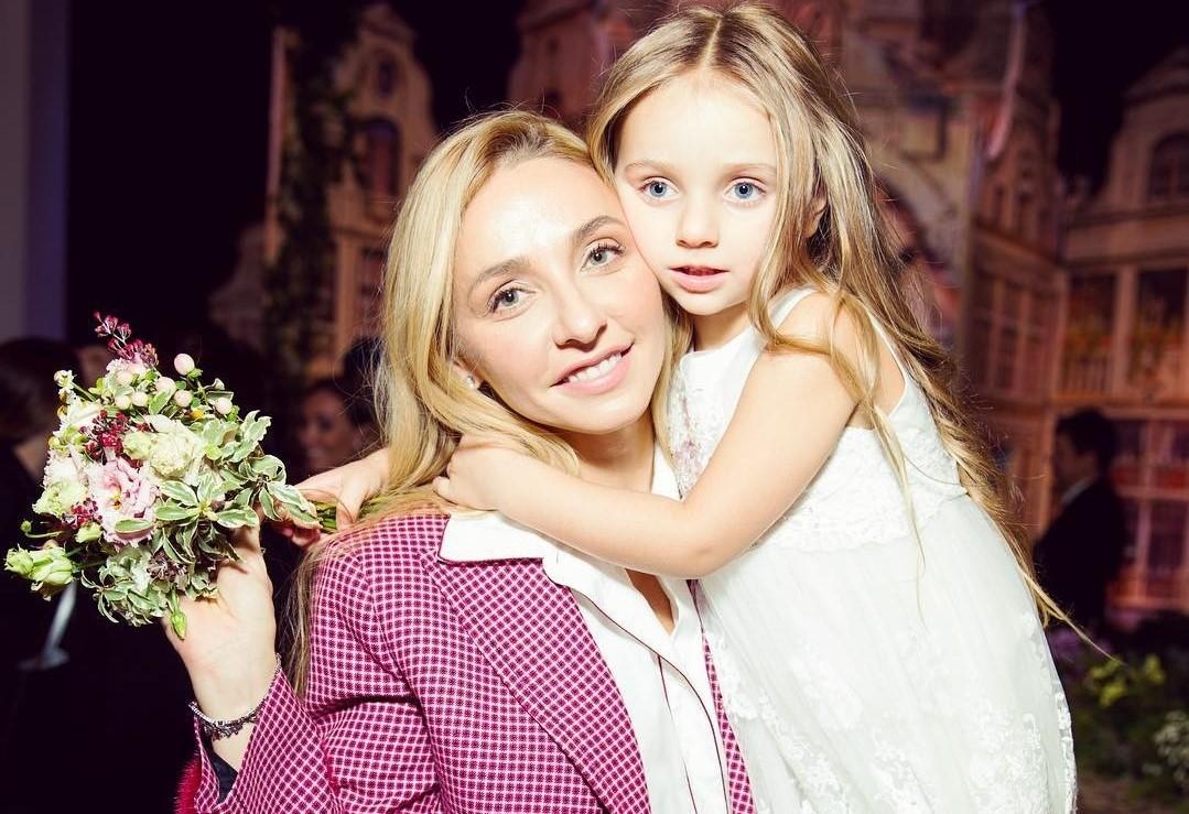 Татьяна Навка показала милое видео с участием артистичной дочери