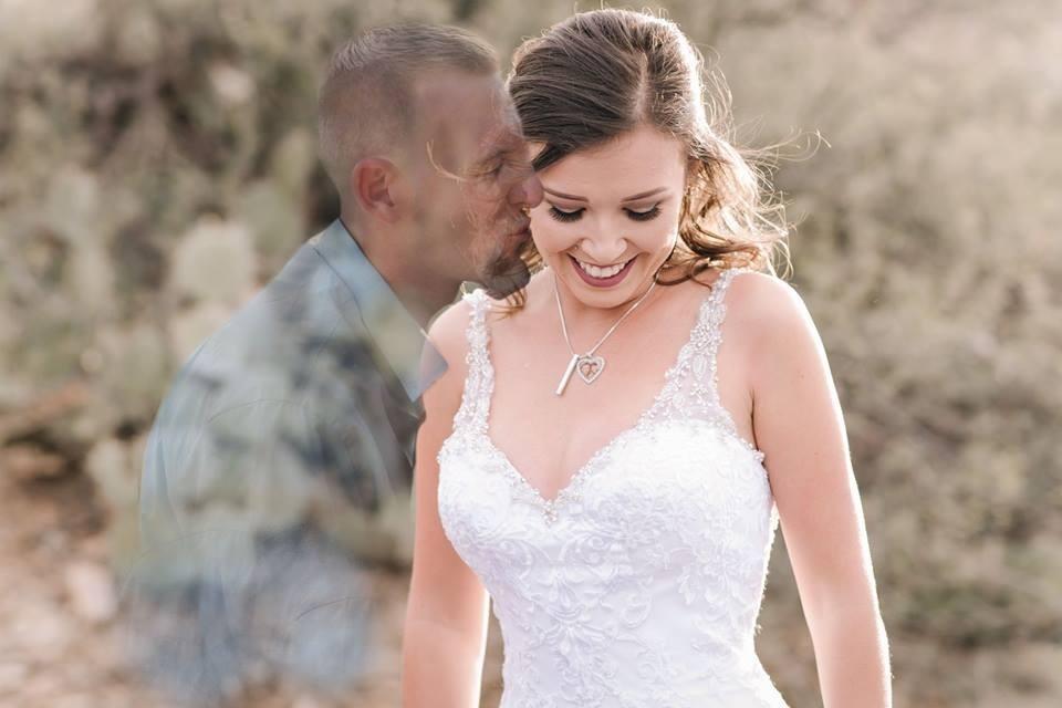 Девушка вмонтировала фото погибшего жениха в свадебную фотосессию