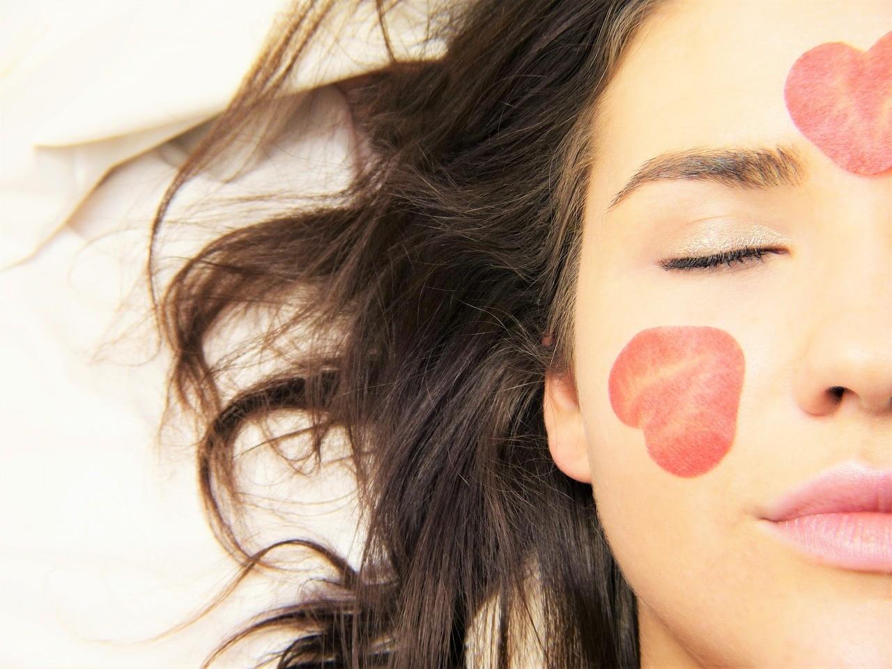 Береги кожу с молоду: 5 обязательных косметических продуктов для чувствительных особ