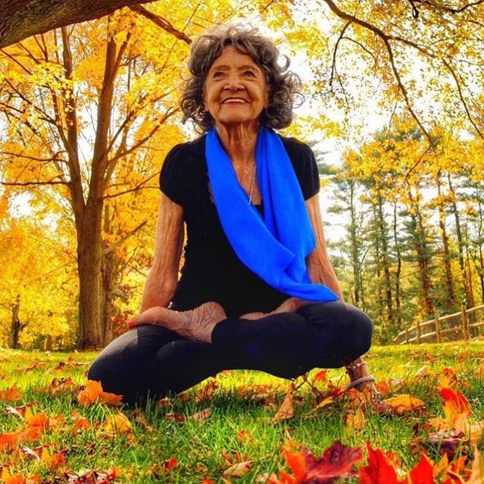 Кажется, что самая пожилая йоги...